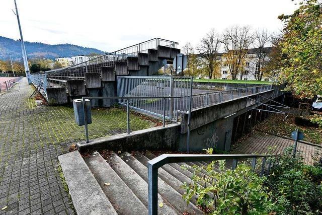 Uni lässt Stadiontribüne vergammeln – weil der Abriss zu teuer ist