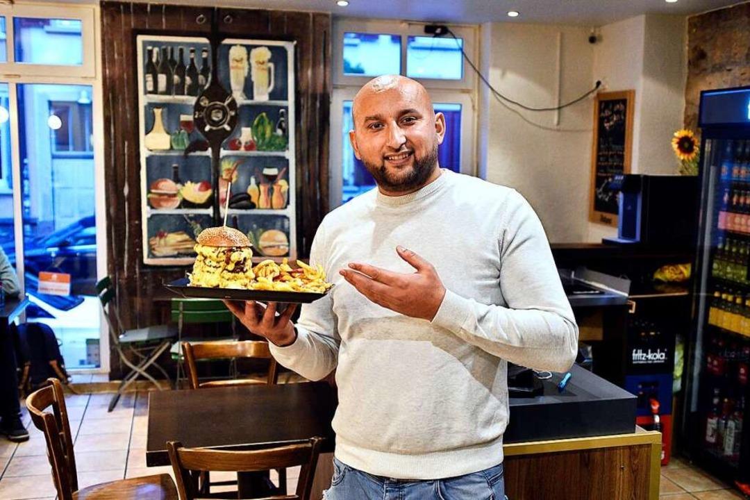 Kushtrim Sofra serviert im Burgermeister im Stühlinger Beef- und Vegan-Burger.  | Foto: Thomas Kunz