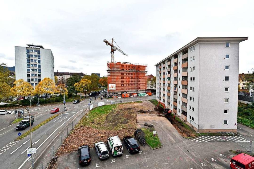 Aus dem Stadtbau-Hochhaus Stefan-Meier... Rennweg 23,  dahinter die Bahngleise.  | Foto: Thomas Kunz