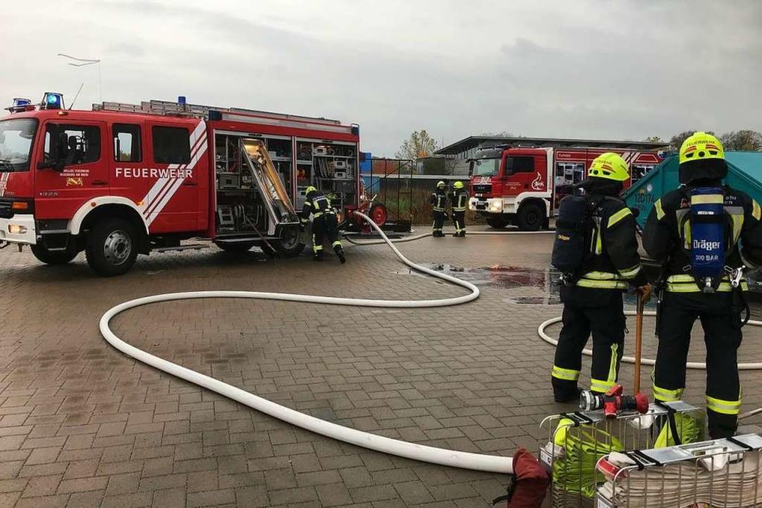Die Feuerwehr Neuenburg am Rhein im Ei...n einem Industriebetrieb in Neuenburg.  | Foto: Feuerwehr Neuenburg am Rhein