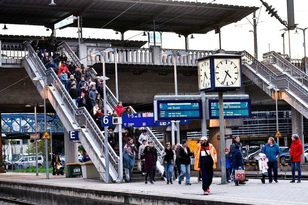 Nach dem Ende der Sperrung werden  Gleis 6 und 7 wieder freigegeben.  | Foto: Thomas Kunz