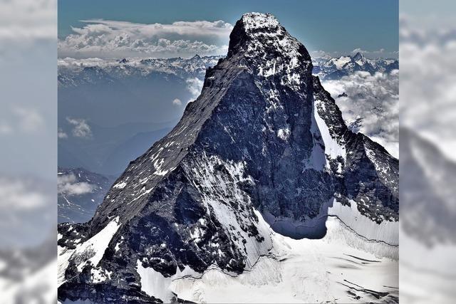Motorsegelflieger Werner Kramer referiert über die Flugroute zum Matterhorn