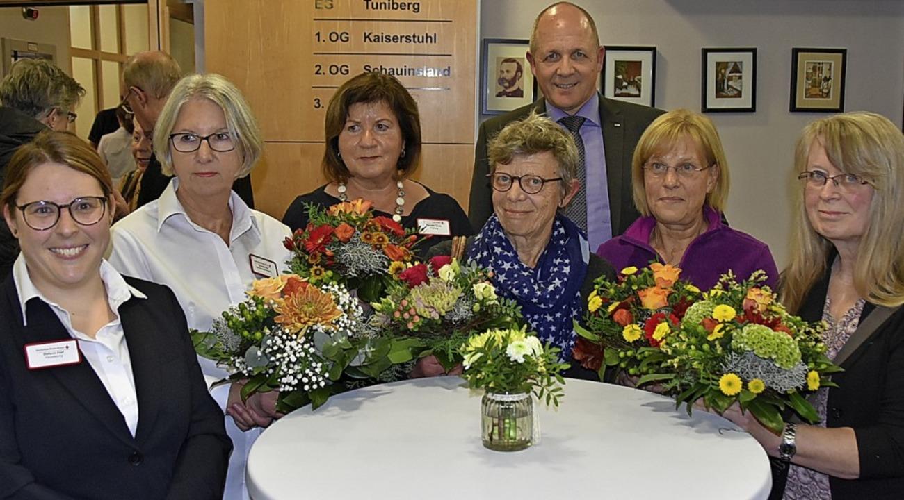 Heimleiterin Stefanie Zepf  ehrte zusa... Risch, und Martha Sulzer (von links).    Foto: Manfred Frietsch