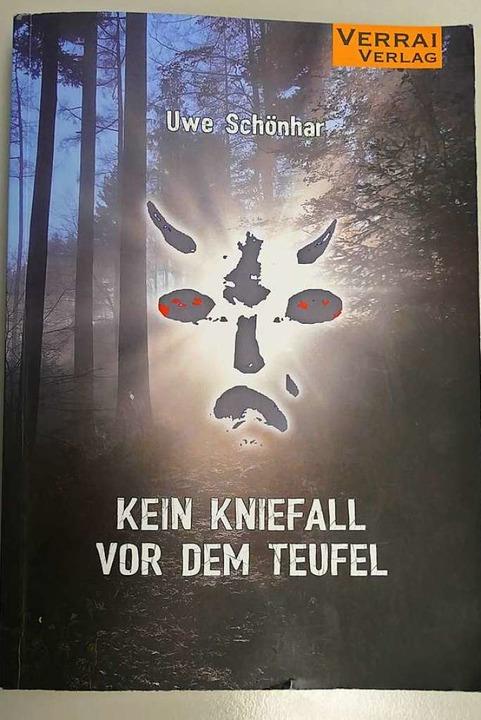 """Das Buch """"Kein Kniefall vor dem ..."""" von Uwe Schönhar aus Waldkirch    Foto: Sylvia Sredniawa"""