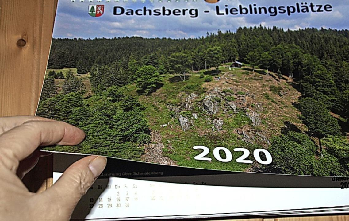 Der neue Dachsberg-Kalender ist im Rathaus erhältlich.   | Foto: Karin Stöckl-Steinebrunner