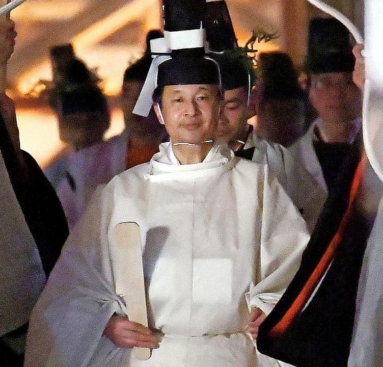 Japans Kaiser Naruhito auf dem Weg zum Ritual  | Foto: Uncredited (dpa)
