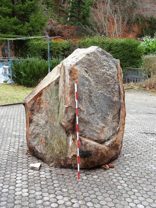 5,5 Tonnen ist dieser Felsbrocken schw...schwend nur um wenige Meter verfehlte.  | Foto: Landesamt für Geologie, Bergbau und Rohstoffe (LGBR)