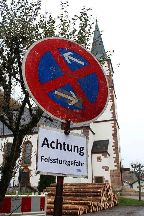 Oberhalb der Kirche ist einer der zwei...rlassen. Auch die Kirche ist gesperrt.  | Foto: Joshua Kocher