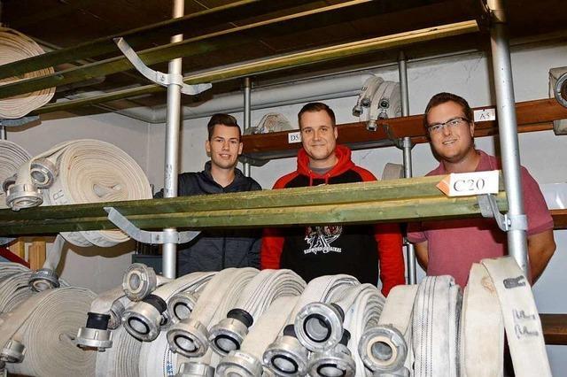 Drei Männer überprüfen in Rheinfelden jährlich 900 Feuerwehrschläuche