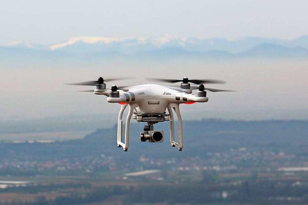 Nachdem ein Motorsegler einer Drohne i...riffs in den Flugverkehr (Symbolbild).  | Foto: Michael Saurer