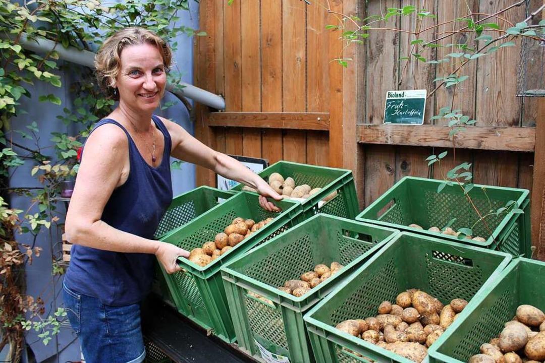 Daniela Schmidt-Ober arbeitet  seit 15...en im Hofladen der Dachswanger Mühle.     Foto: Annika Sindlinger