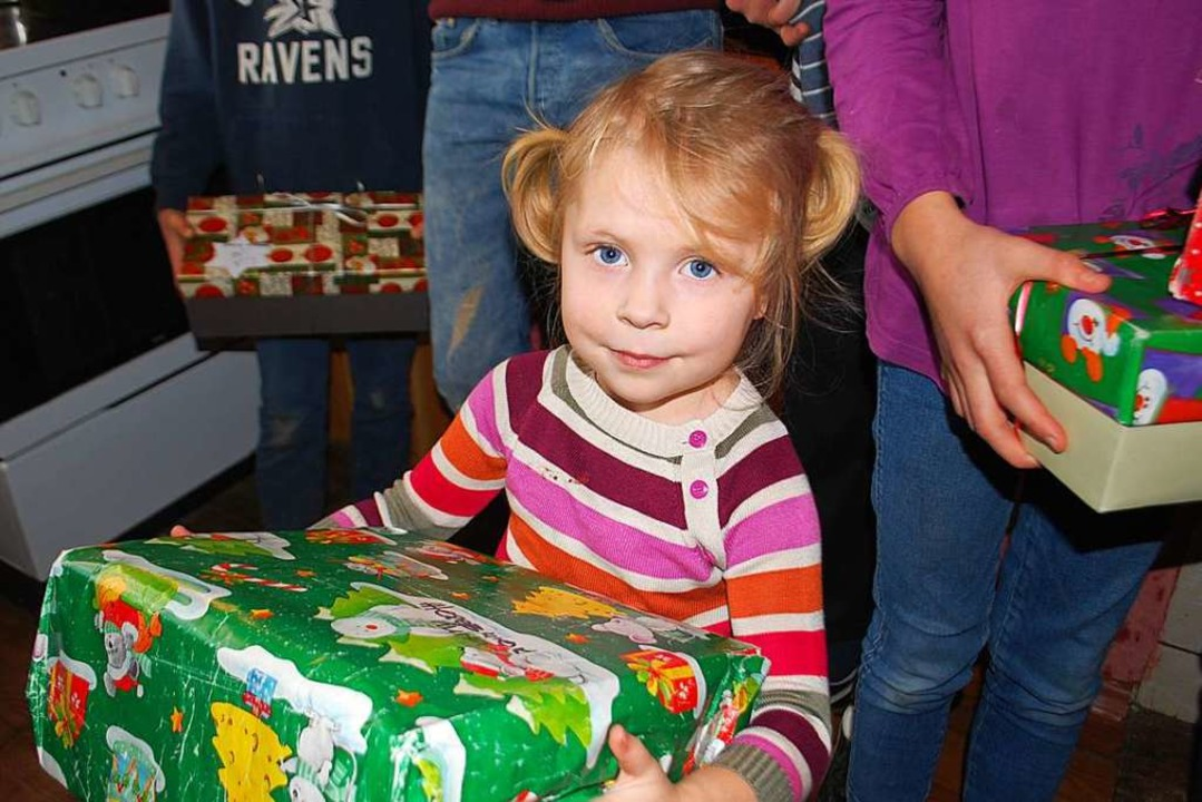 Tausende Päckchen werden durch die &#8...on jedes Jahr in der Ukraine verteilt.  | Foto: privat