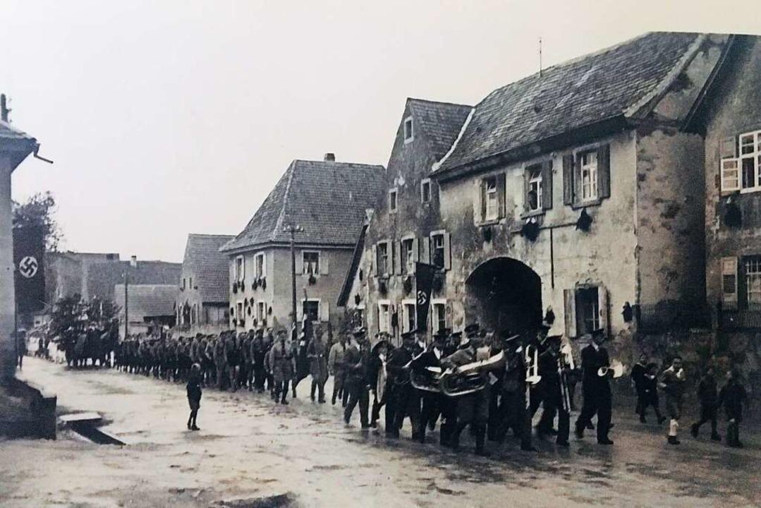 Tunsel unter dem Hakenkreuz: Aufmarsch der SA-Truppen   | Foto: privat