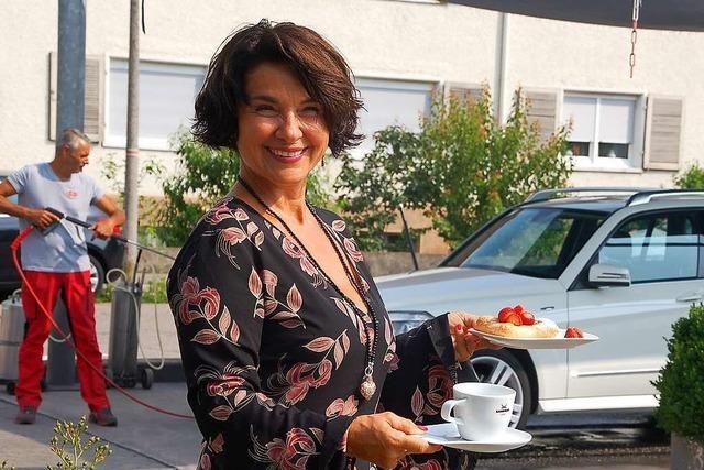 In einer Rheinfelder Autowaschanlage werden Kaffee und Kuchen serviert