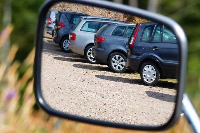 Autofahrer begeht Unfallflucht auf Supermarkt-Parkplatz in Freiburg-Littenweiler