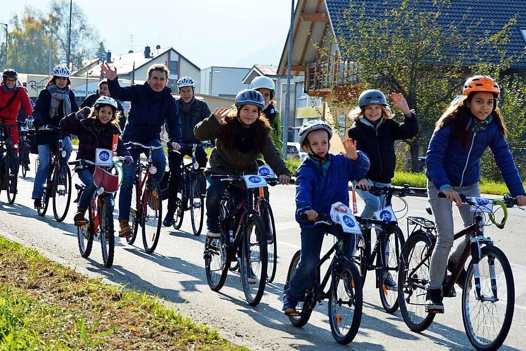 Rund 80 Teilnehmer kommen zur Fahrraddemo für mehr Klimaschutz in Kirchzarten - Kirchzarten - Badische Zeitung