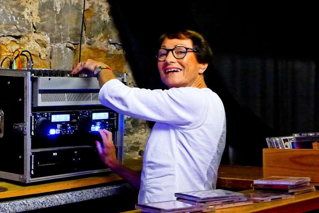 Diese 74-jährige Waldkircherin hat ihre eigene Partyreihe gestartet - Emmendingen - Badische Zeitung