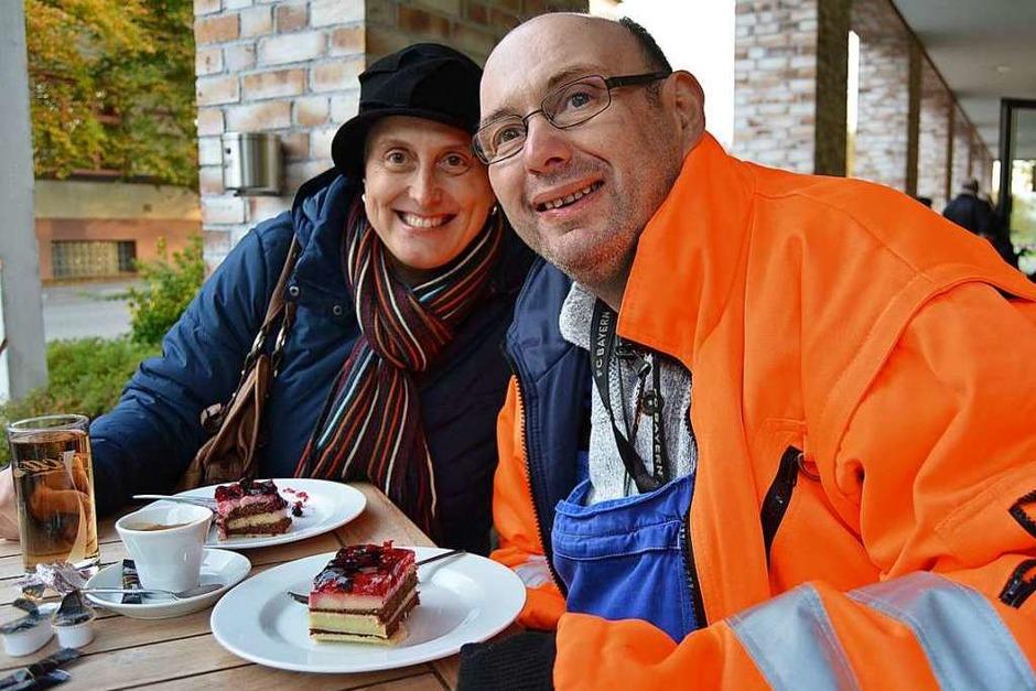 Erst mal mit einem Stückchen Kuchen stärken <ppp></ppp> (Foto: Danielle Hirschberger)