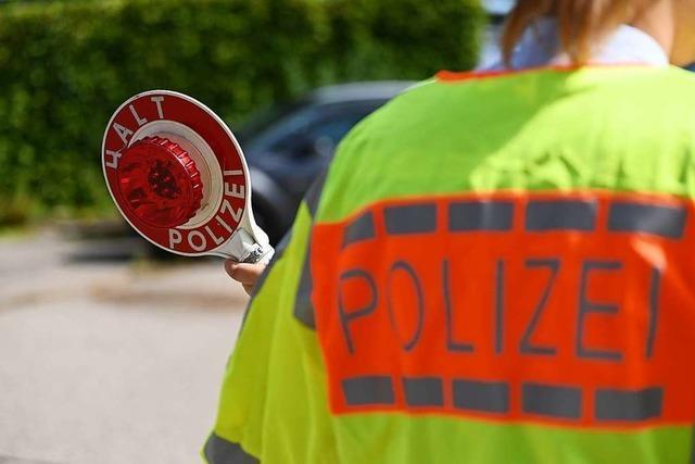 Unfallfahrer flüchtet – Ölspur bringt Polizei auf seine Fährte