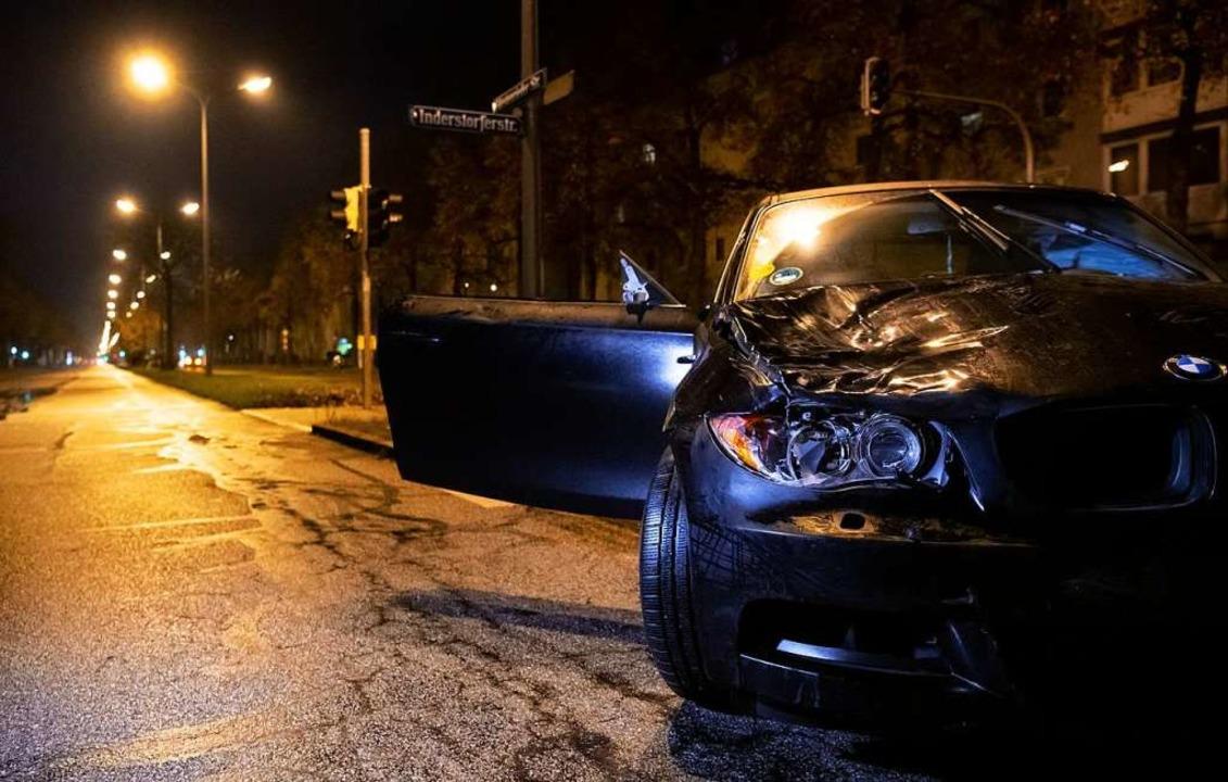 Zwei Jugendliche waren in München von dem Auto angefahren und verletzt worden.  | Foto: Sven Hoppe (dpa)