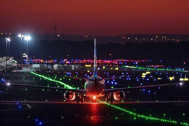 Flugzeuge stoßen auf Rollfeld des Frankfurter Flughafens zusammen