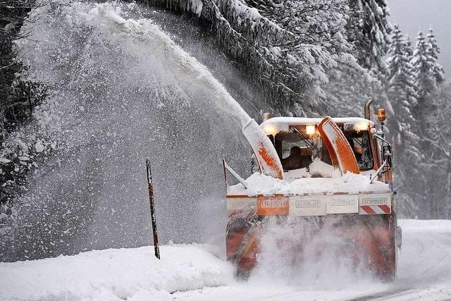 Technik zweier Schwarzwälder Betriebe befreit im Winter Straßen