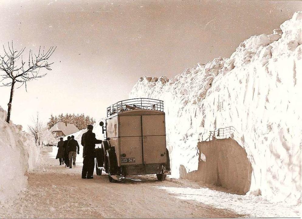 Weiße Wand: In den späten 1940ern  her...Schwarzwald andere Schneeverhältnisse.  | Foto: Straßenmeisterei Villingen