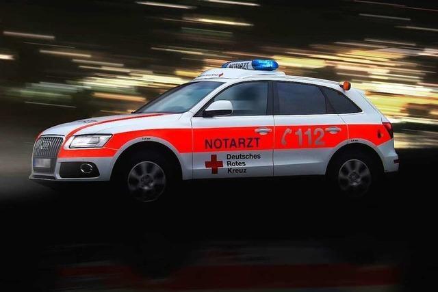 Feuerwehr und Notarzt retten Marcher mit neuem medizinischen Gerät das Leben