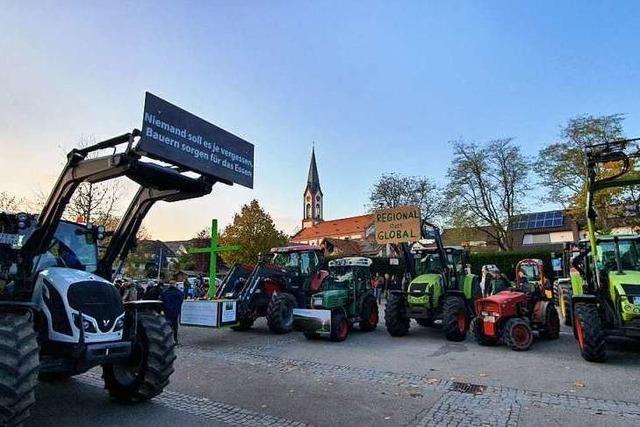 Traktorkonvoi vom Bodensee nach Berlin gegen