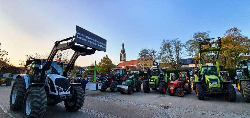 """Traktorkonvoi vom Bodensee nach Berlin gegen """"Pro Biene"""" stoppt in Ihringen - Breisach - Badische Zeitung - Badische Zeitung"""