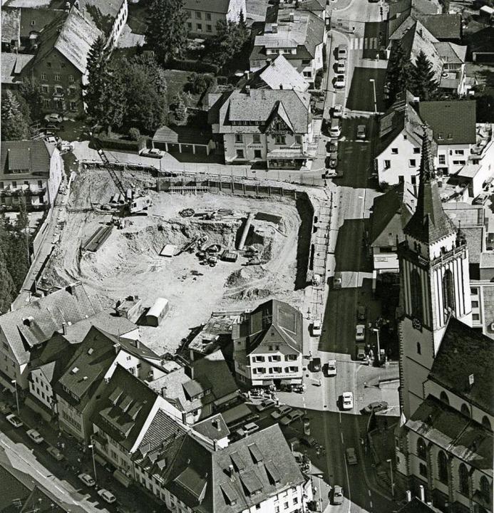 Das Gelände an der Scheuerlenstraße nach dem Abriss der beiden Gebäude.  | Foto: Roland Weis