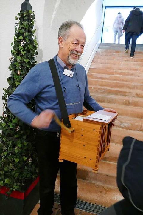 Martin Hünerfeld zog mit der Drehorgel durch das Museum  | Foto: Sylvia Sredniawa