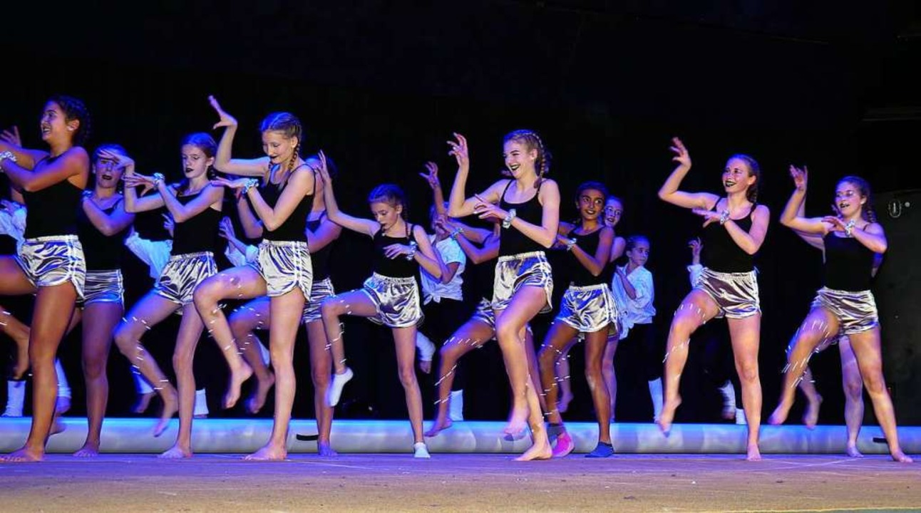Die Förderturnerinnen des TVN begeisterten mit ihrer Michael-Jackson-Version.  | Foto: Eva Korinth