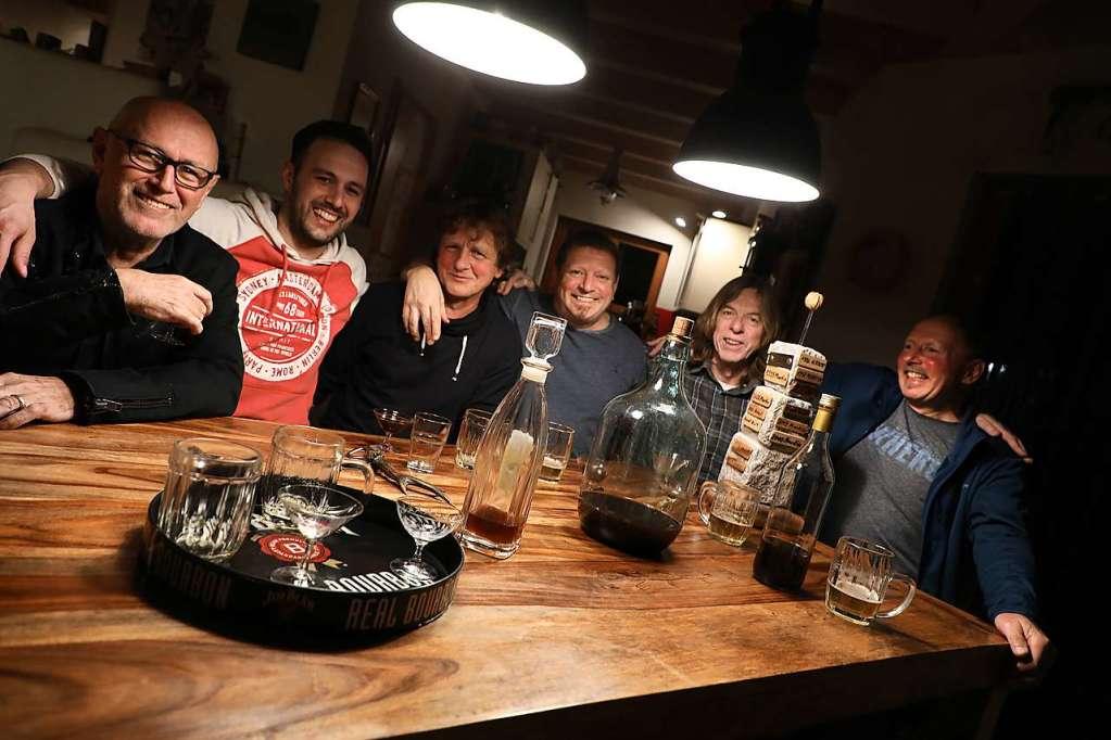 In Schwanau werden seit 25 Jahren Nusslikör-Meisterschaften ausgetragen - Gastronomie - Badische Zeitung