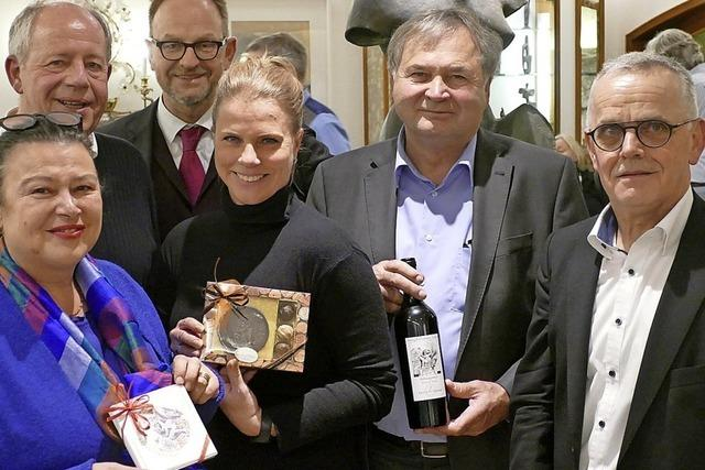 Wein und Schokotaler für die Kunst