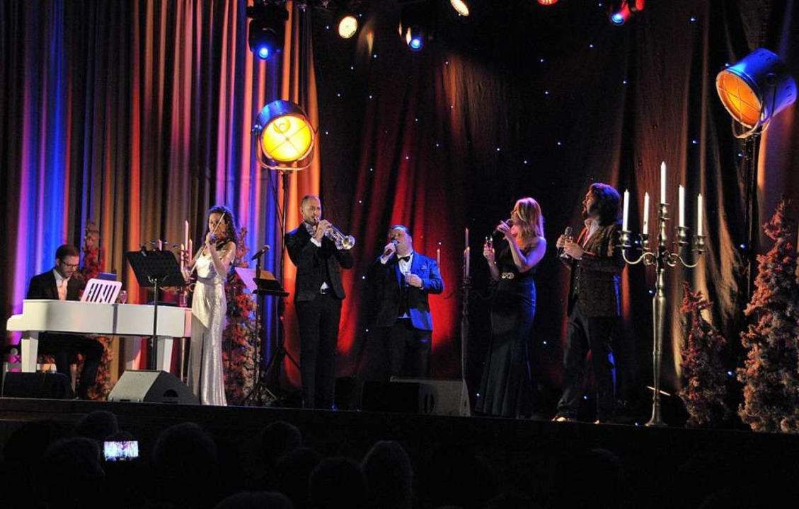 Verbreiteten mit ihrer Musik echten  &...ihren Stimmen für Glanzpunkte sorgten.  | Foto: Regine Ounas-Kräusel
