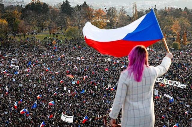 250.000 Menschen protestieren in Prag gegen Premier Babis