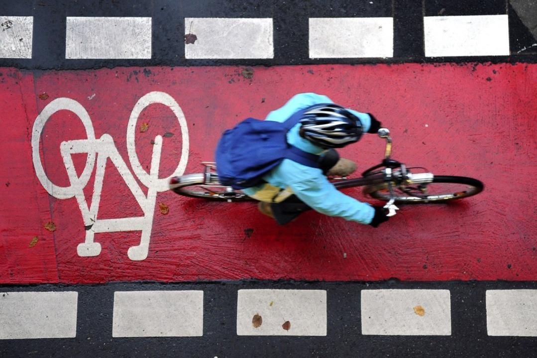 Pläne für einen Radweg – hier ei...bolbild – scheitern in Freiburg.  | Foto: Thomas Kunz
