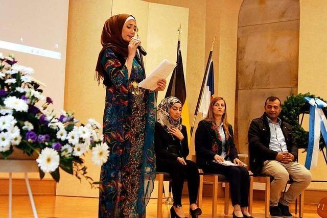 Bei der zentralen Feier berichteten drei Syrerinnen, warum sie nach Deutschland kamen