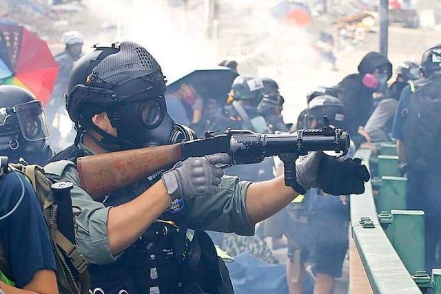 Feuer in Uni – Vermummungsverbot gekippt – Polizei schießt scharf