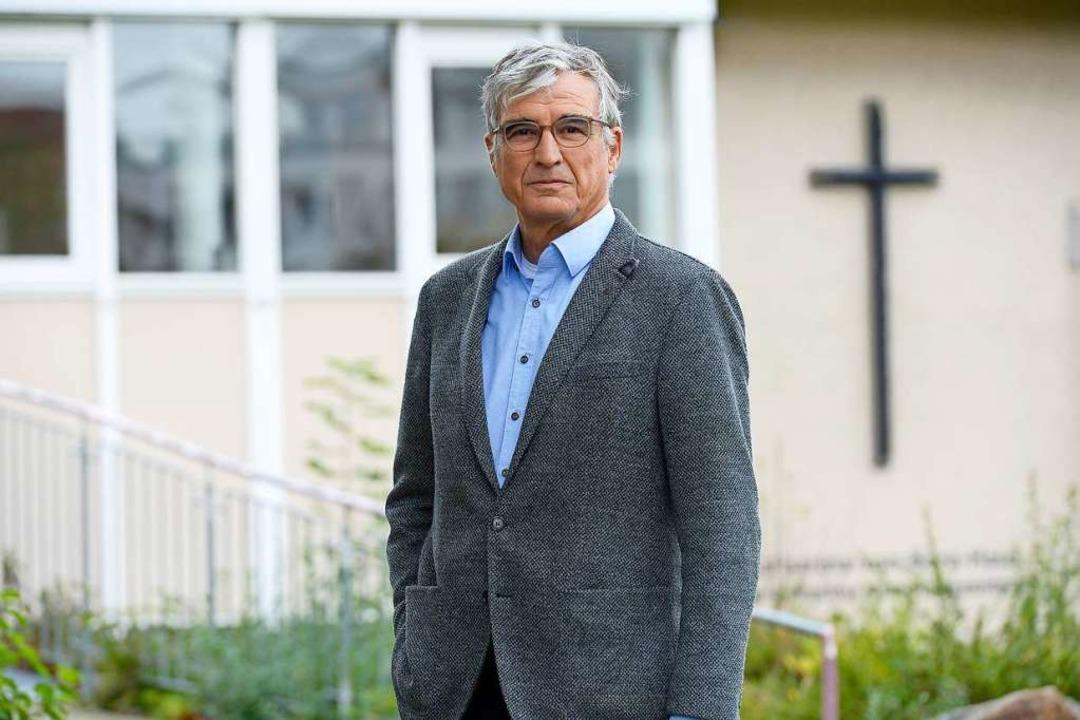Günter Hammer vor dem Katharina-vom-Bora-Haus in Hochdorf  | Foto: Ingo Schneider