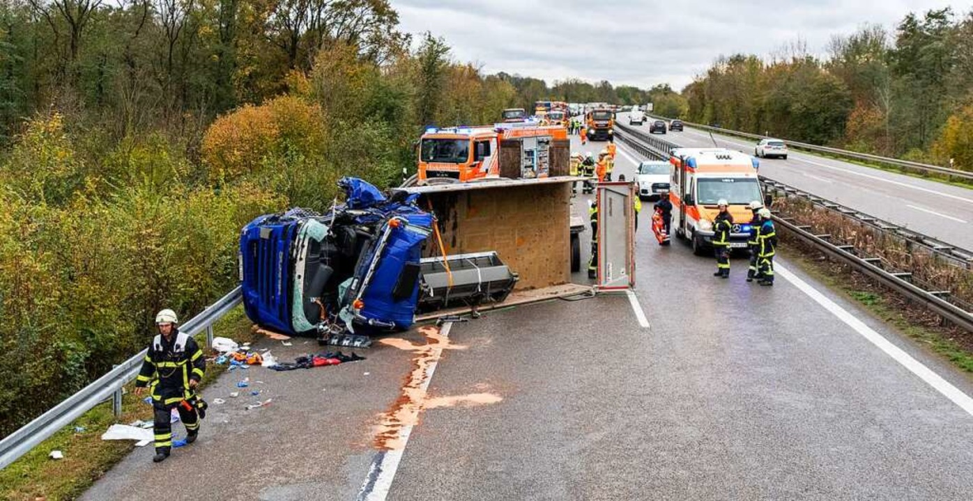 Nach dem Unfall ist die A5 gesperrt.  | Foto: Patrick Seeger