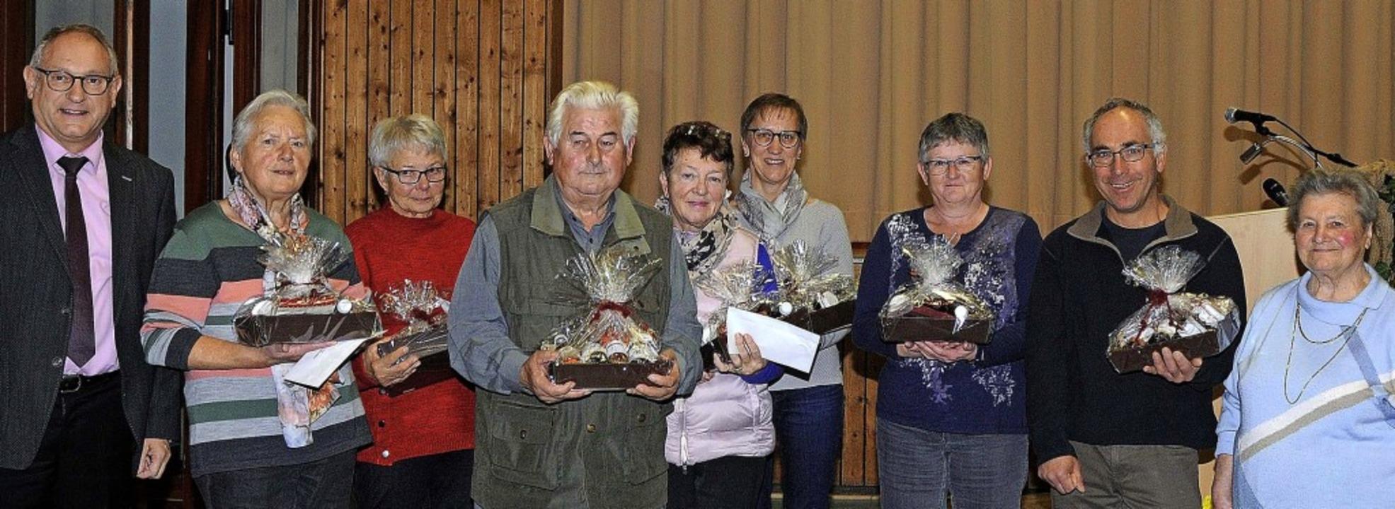 Sie sorgen ehrenamtlich für die öffent...Ortsvorsteher Michael Jäckle (links).     Foto: Bettina Schaller