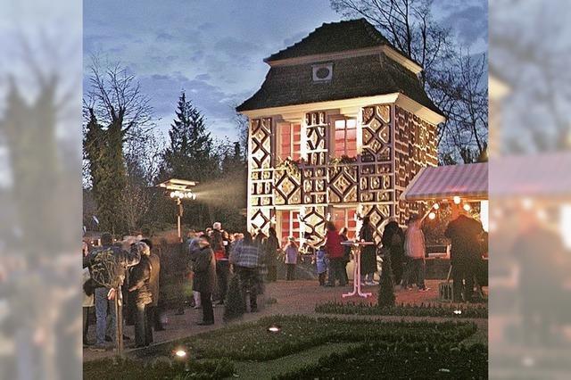Weihnachtsmarkt vor barocker Altstadtkulisse