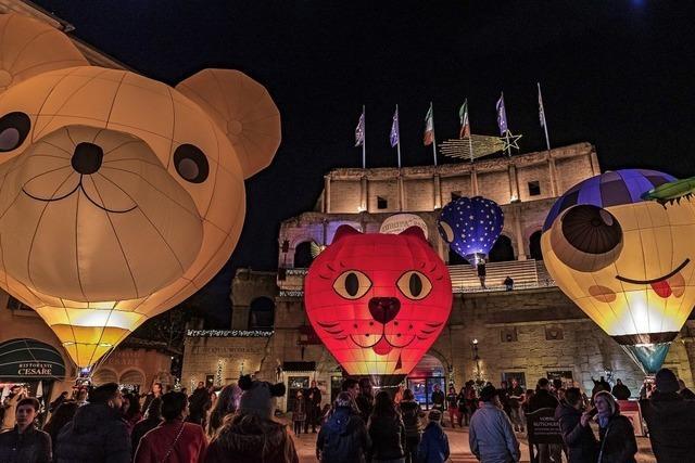 Ballonglühen im Innenhof des Hotels Colosseo