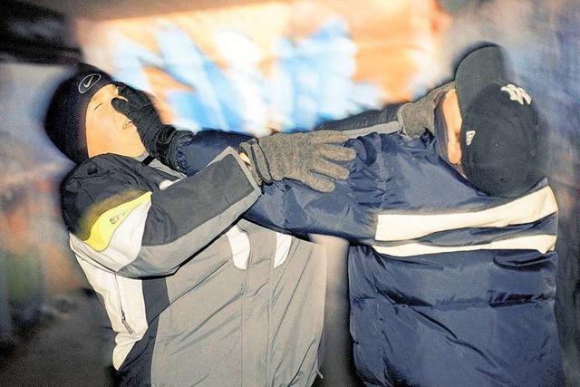 Junger Mann in Rheinfelden mit Verletzungen im Gesicht
