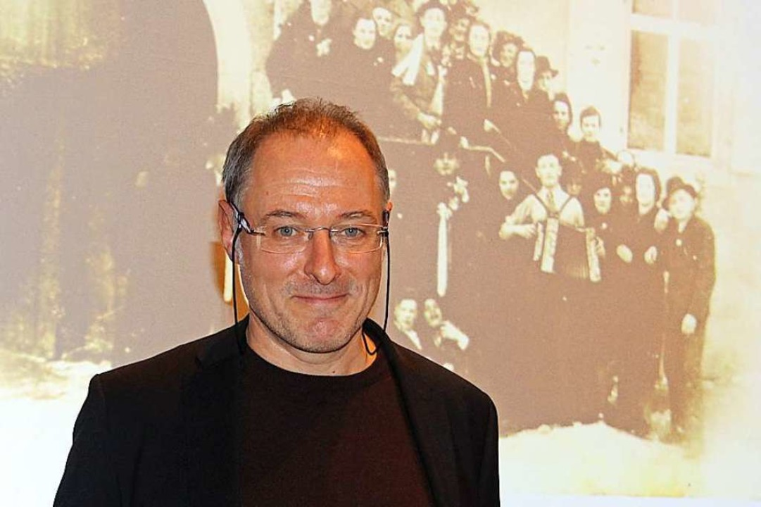 Der Historiker Robert Neisen bei seine..., die in dieser Zeit entstanden waren.  | Foto: Horst David