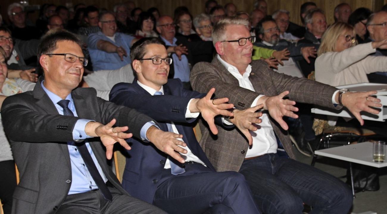 Die Bürgermeister bei der Zaubershow  | Foto: Mario Schöneberg