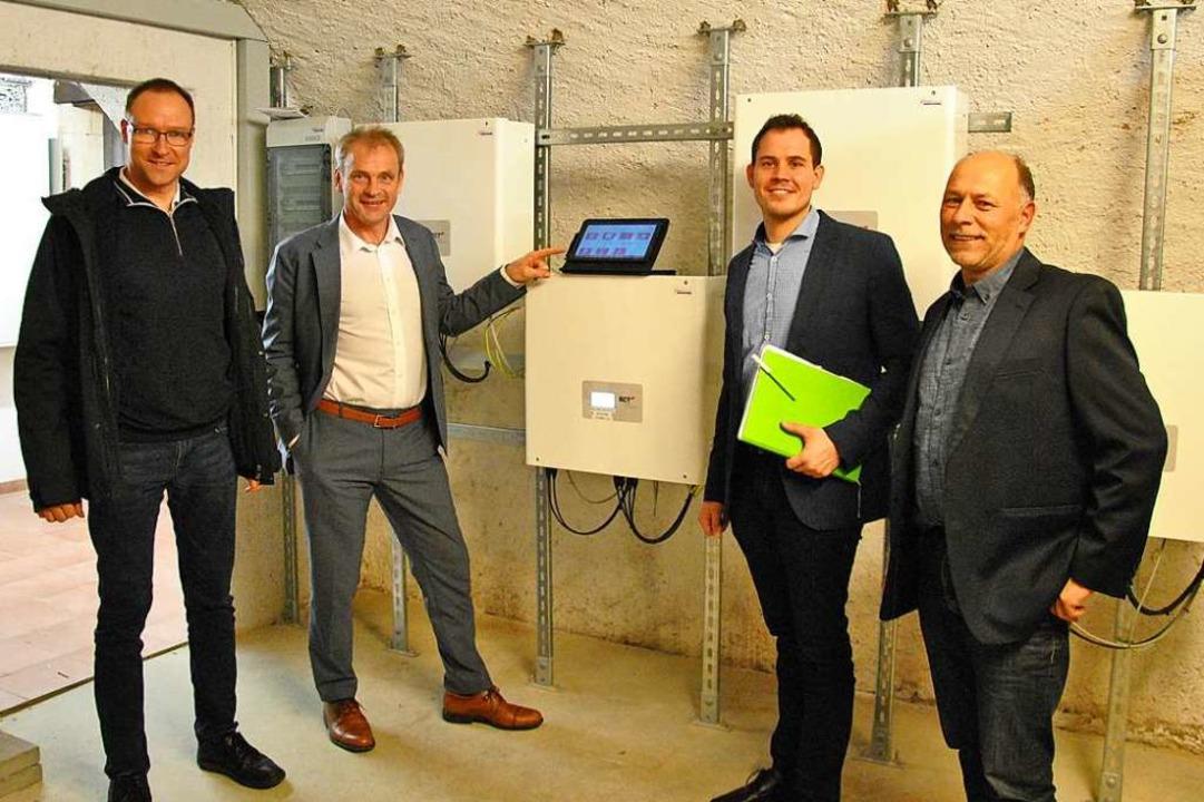 Markus Koselowske  von der Energiedien...r neuen Anlage im Keller des Rathauses  | Foto: Ralph Fautz