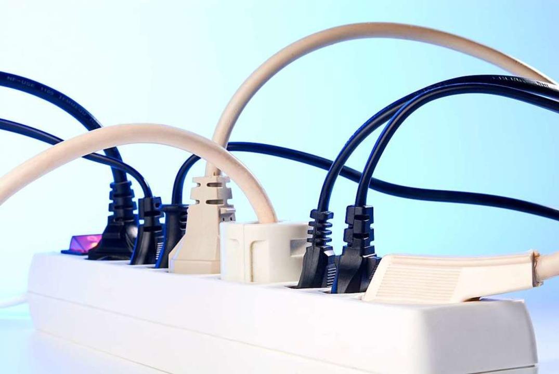 Der Strom, der hier durchfließt, wird demnächst vielerorts teurer.  | Foto: Eisenhans - stock.adobe.com